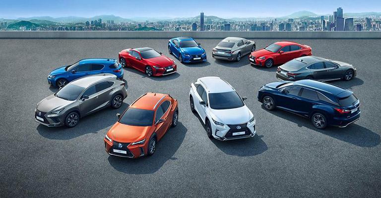 Con Lexus Hybrid Electric vai dove vuoi anche con il blocco del traffico a Torino!