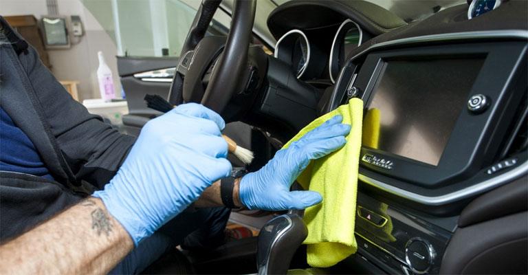 Emergenza Coronavirus: la sanificazione degli interni dell'auto