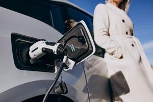 Ricaricare la propria vettura elettrica a casa: cosa c'è da sapere